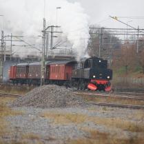 S1 1921 med resandetåg mot Flen