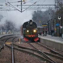 Tåget rullar in i Nynäshamn